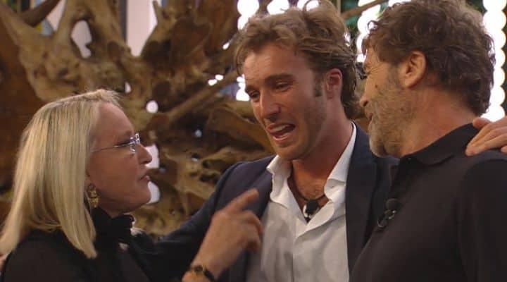 Grande Fratello Vip, Paolo Ciavarro incontra i genitori: sor