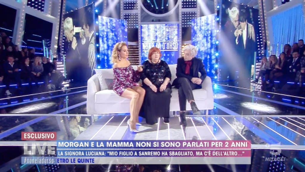 barbara d'urso la madre di morgan e il cantante a Live