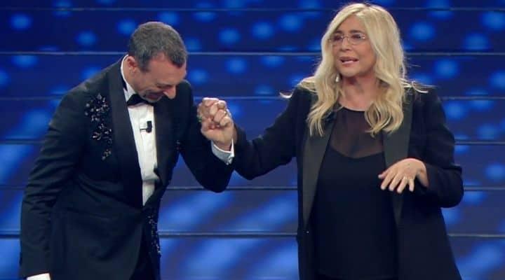 Mara Venier sul palco di Sanremo