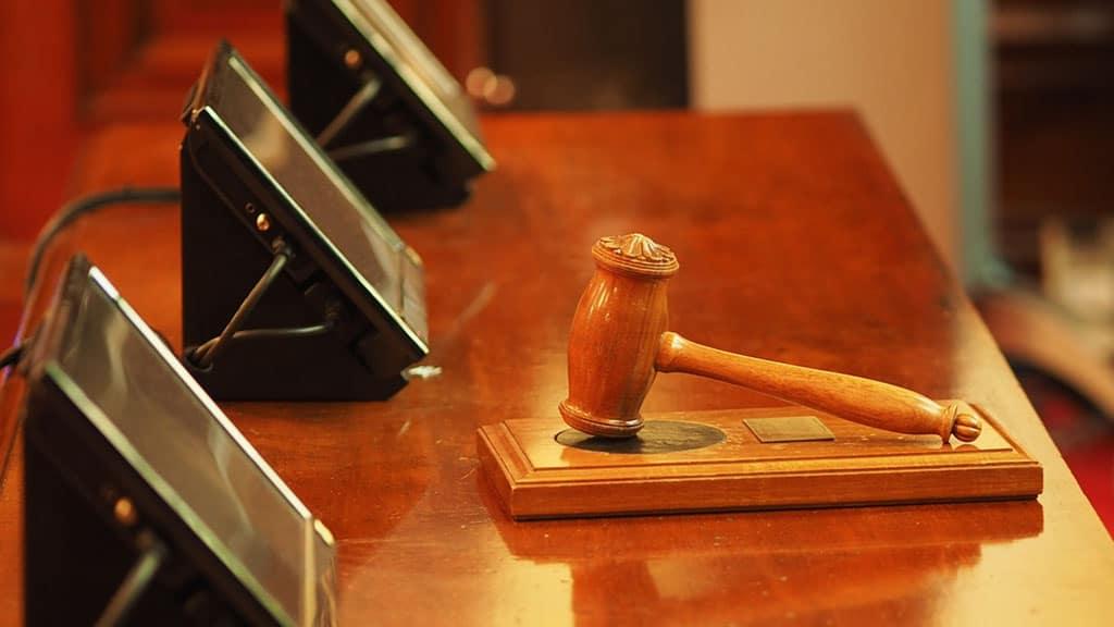 banco di un tribunale