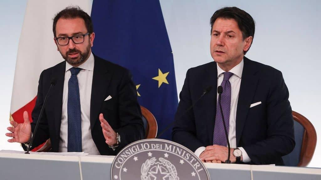 Conte e Bonafede alla fine del Consiglio dei Ministri