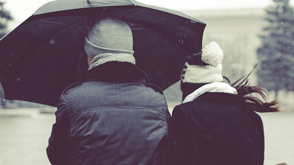 coppia con ombrello