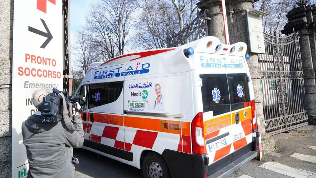 ambulanza entra in ospedale