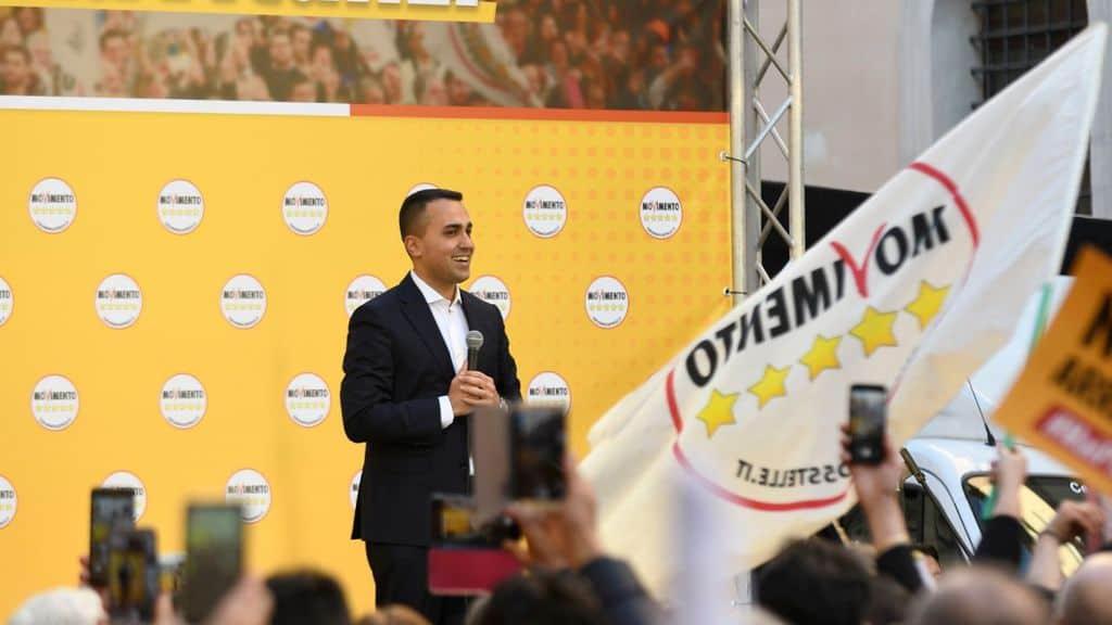 luigi Di Maio sul palco della manifestazione a Roma