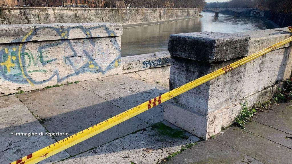 Area delimitata dalla polizia sul fiume Tevere a Roma