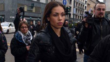 Karima el Mahroug per strada