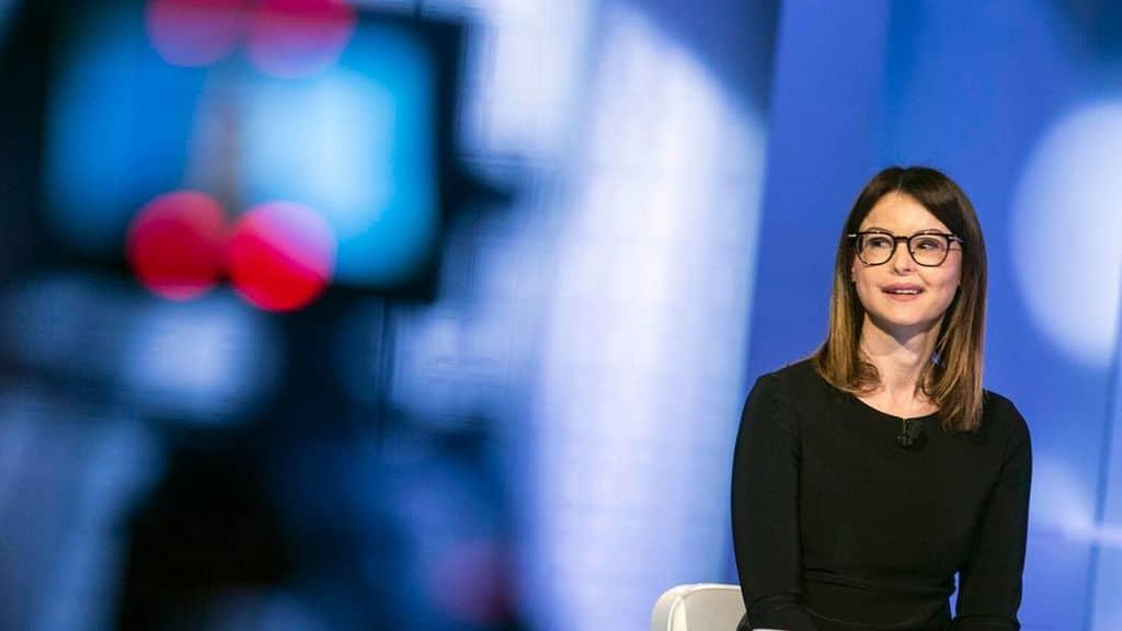 Lucia Annibali in uno studio televisivo
