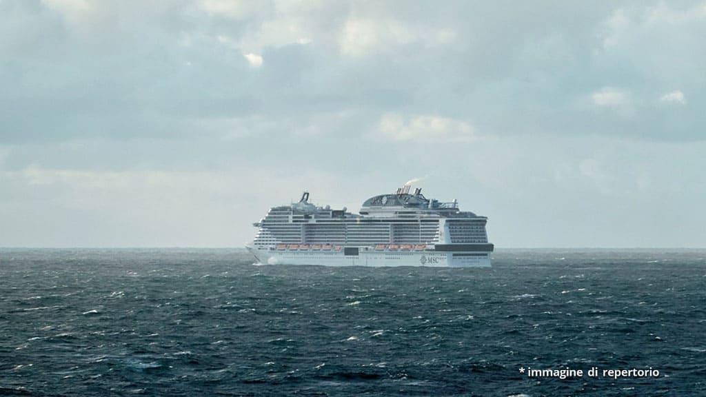 nave da crociera in mare