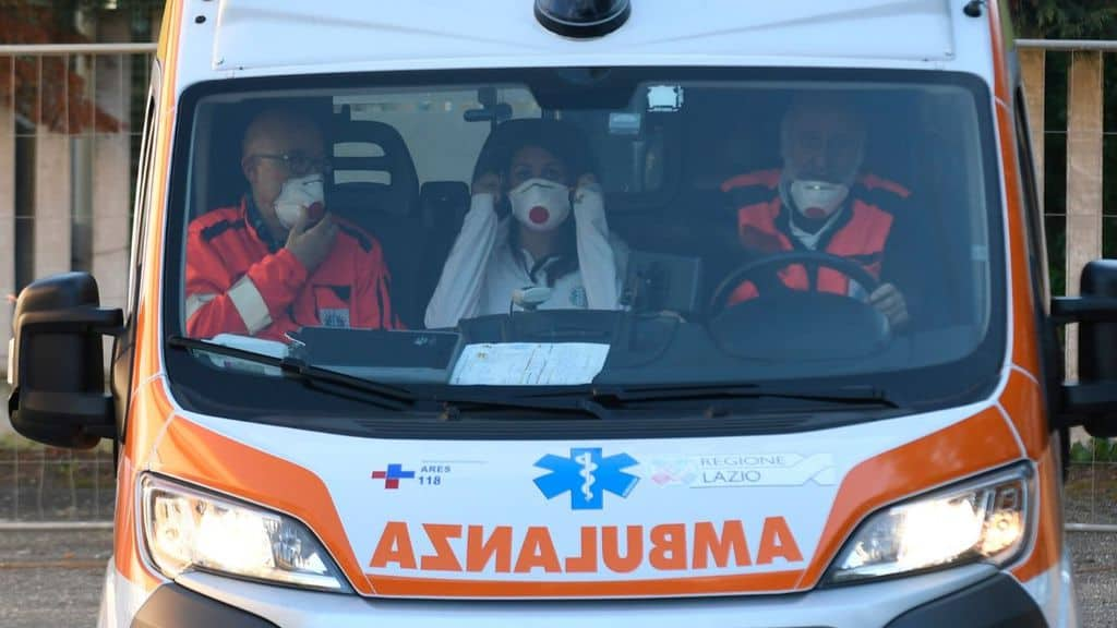 3 persone in ambulanza
