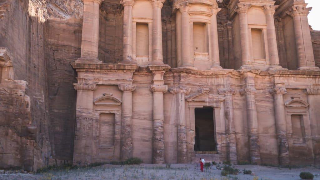 Petra, turista italiano muore schiacciato da passi precipita