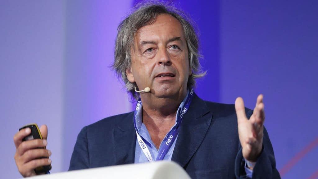 Roberto Burioni durante una conferenza