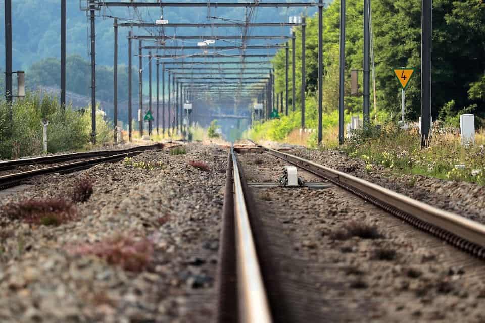 un binario del treno