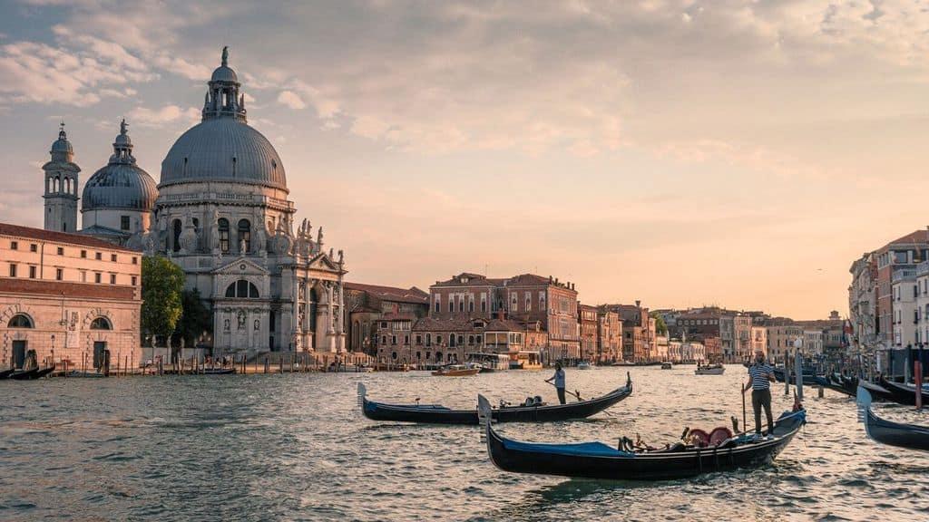 Nella giornata di domenica Venezia sarà isolata per il disinnesco di una bomba della Seconda Guerra Mondiale: 3.500 evacuati, trasporti interrotti (Immagine di repertorio)