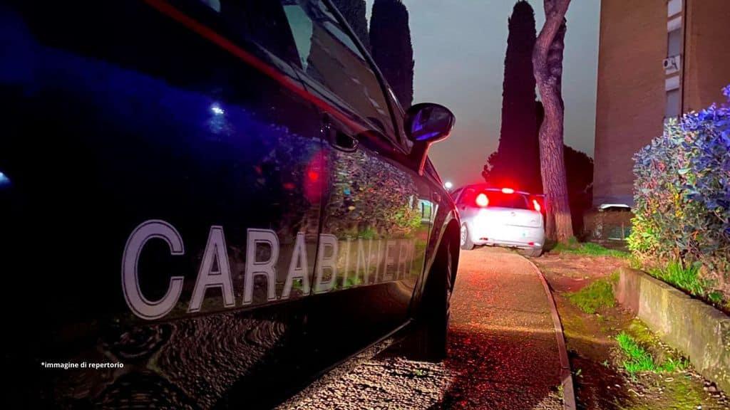 fiancata della volante dei carabinieri