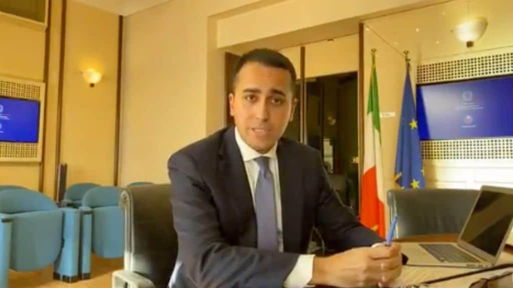 """Coronavirus, arriva il piano di Alitalia e della Farnesina per rimpatriare gli italiani bloccati all'estero. Di Maio """"Non vi lasciamo soli"""" (Facebook)"""