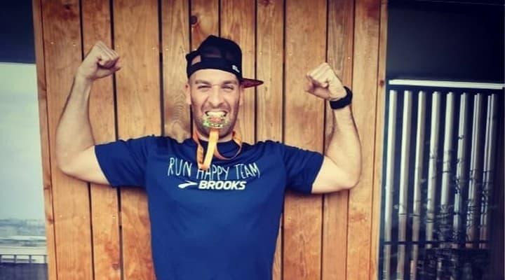 Coronavirus: bloccato in casa, corre 42 km di maratona sul b