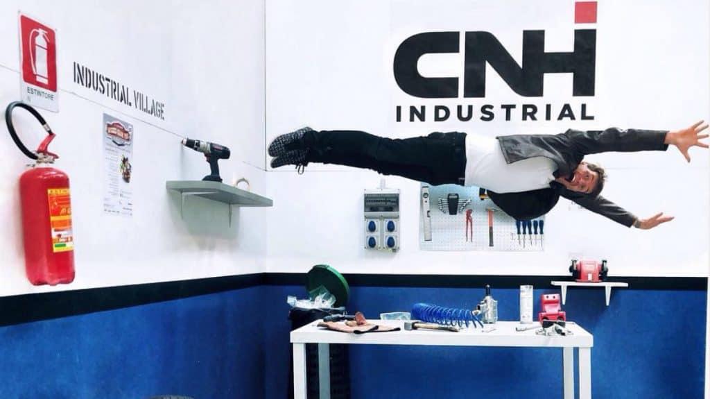 Walter Rolfo sospeso nell'aria negli uffici di CNH