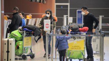 gente in aeroporto