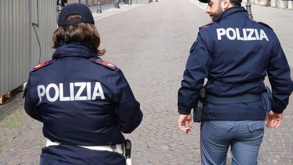 due agenti della polizia