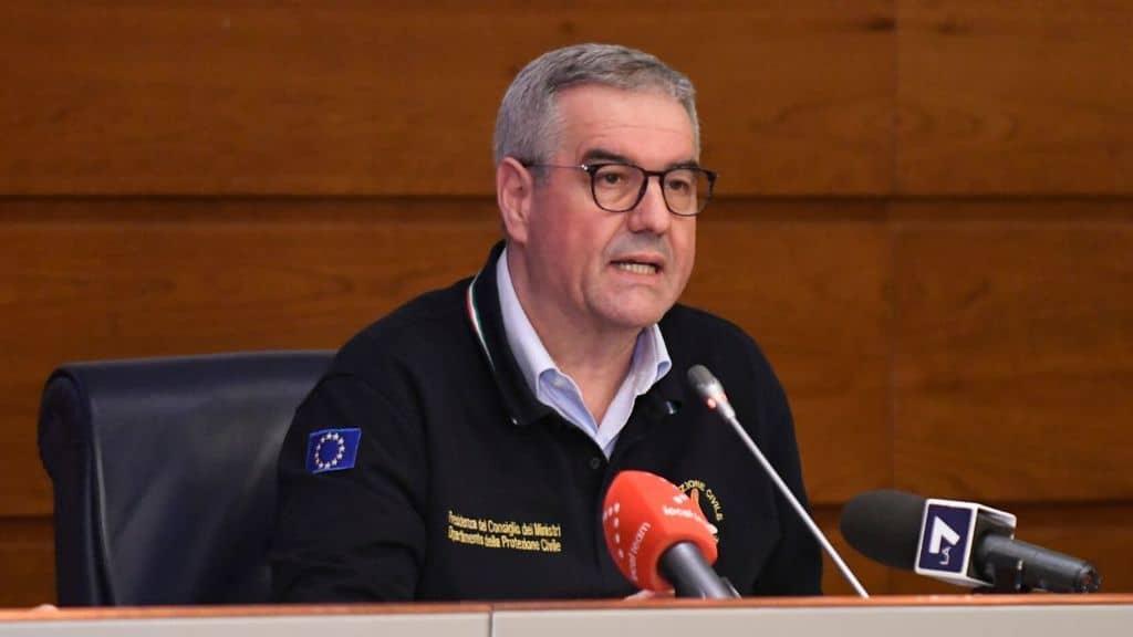 Angelo Borrelli durante la conferenza stampa