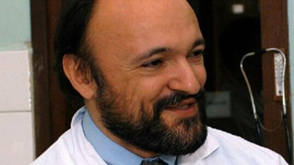 Sono passati 17 anni dalla morte di Carlo Urbani, il medico italiano protagonista della lotta alla Sars, che aveva contribuito ad individuare. Oggi come allora la nuova minaccia del virus (Foto Facebook)