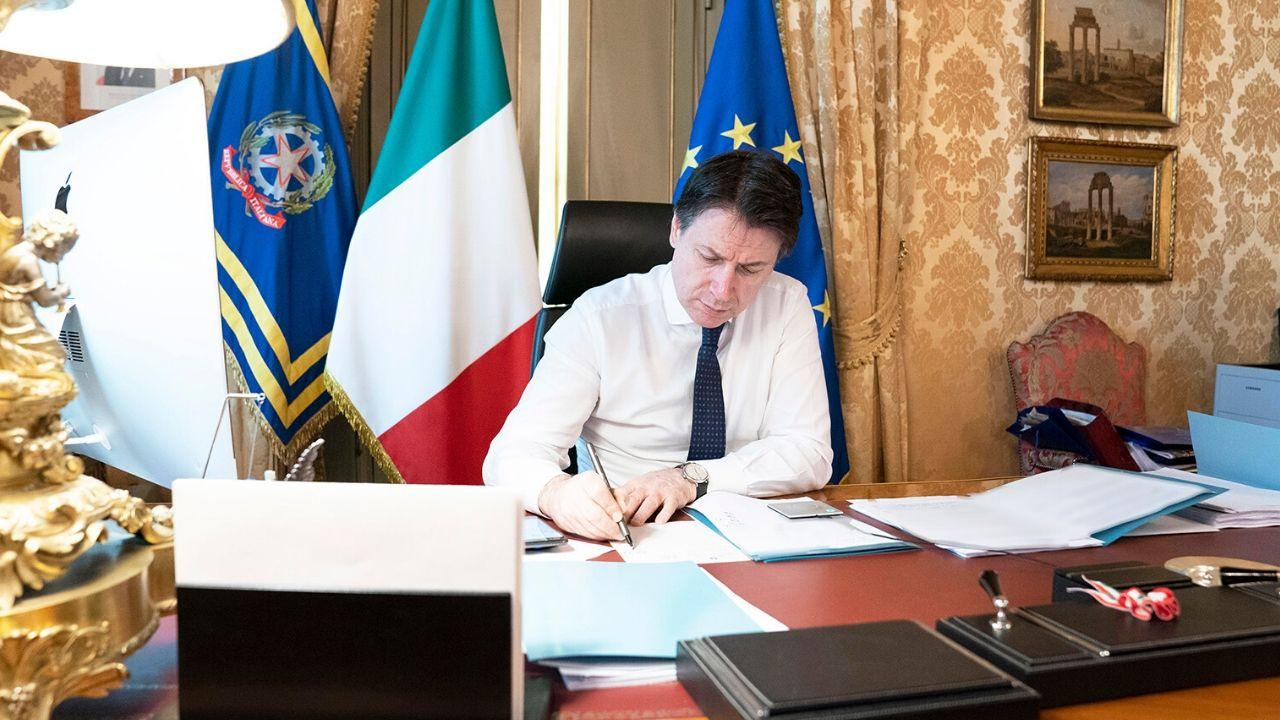 Il Presidente Conte firma il DPCM