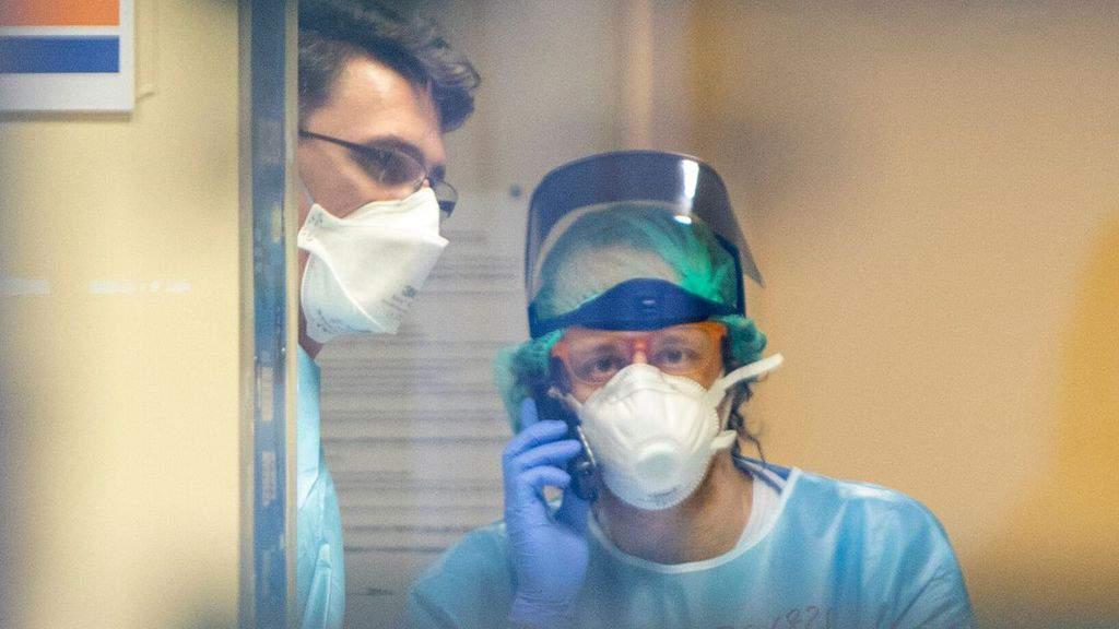 medici in mascherina in ospedale