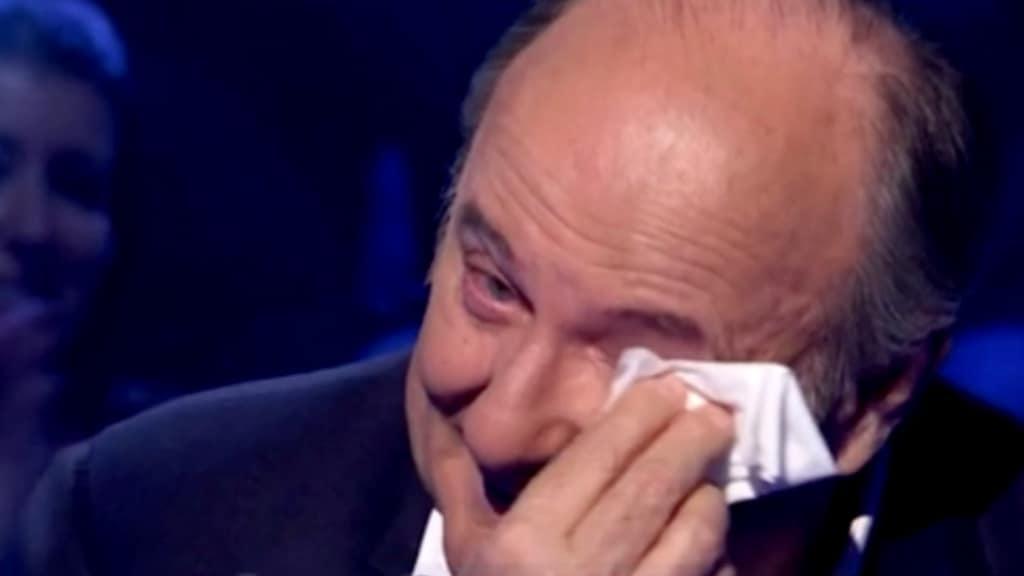 Gerry Scotti ricorda il papà a Chi vuol essere milionario e scoppia in lacrime