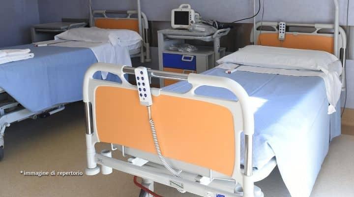 Letto vuoto in un ospedale