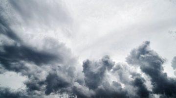 nuvole cariche di pioggia