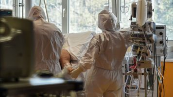 medici in terapia intensiva per coronavirus