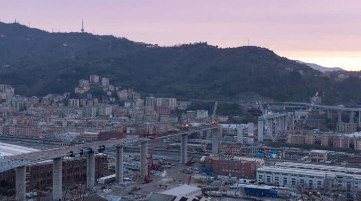La fine dei lavori all'alba sul Ponte Morandi