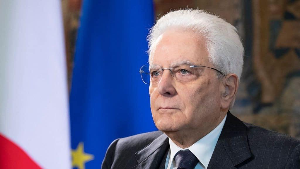 Sergio Mattarella in primo piano