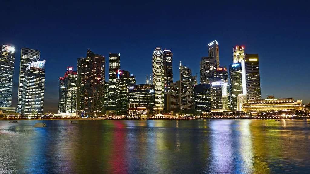 singapore, veduta della città di notte