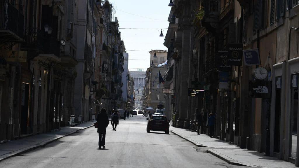 strada deserta di roma