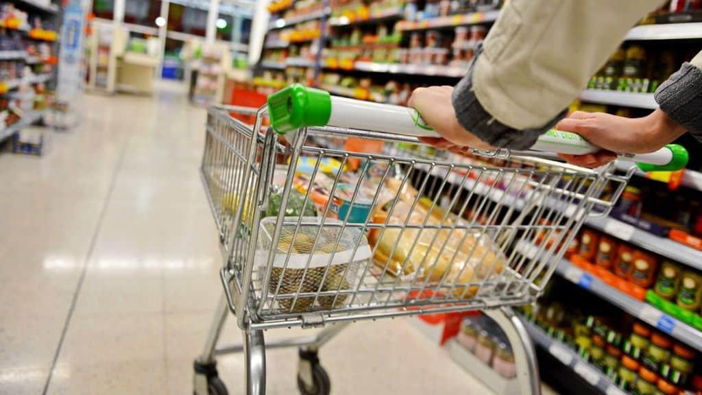 uomo supermercato