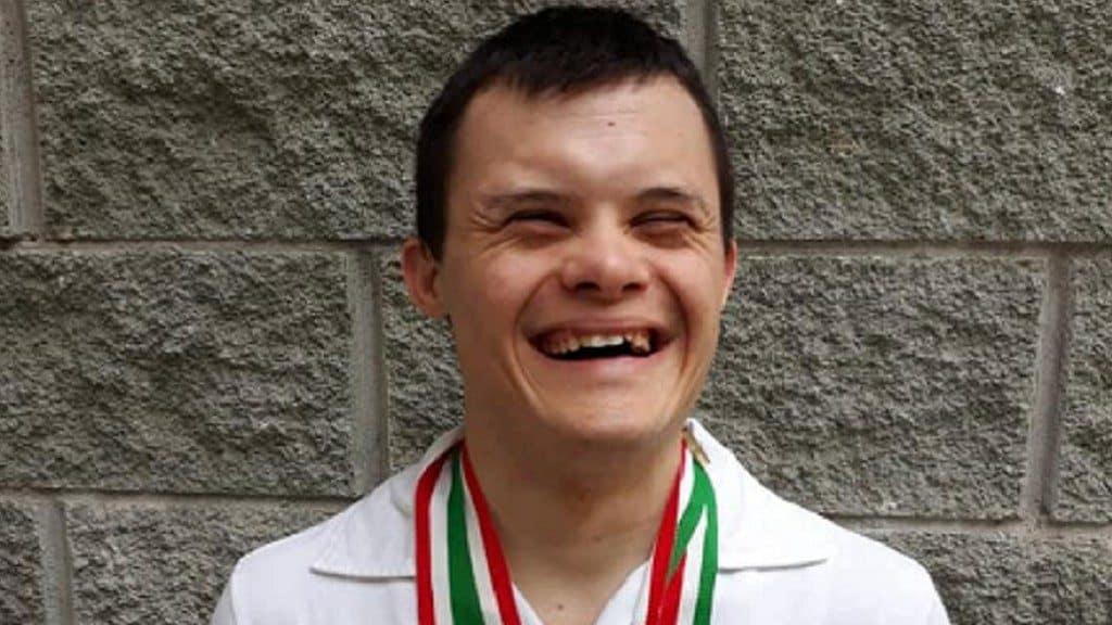 Luca, atleta paralimpico, dona il suo stipendio contro il co