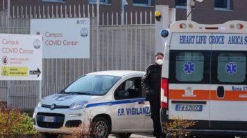 ambulanza fuori dall'ospedale