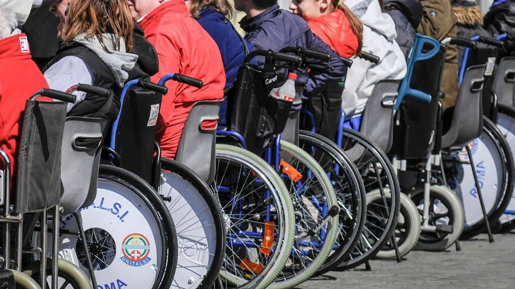 disabili sulle carrozzine