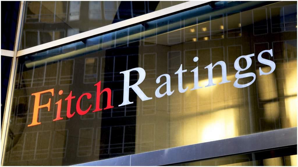scritta Fitch sul palazzo a vetro
