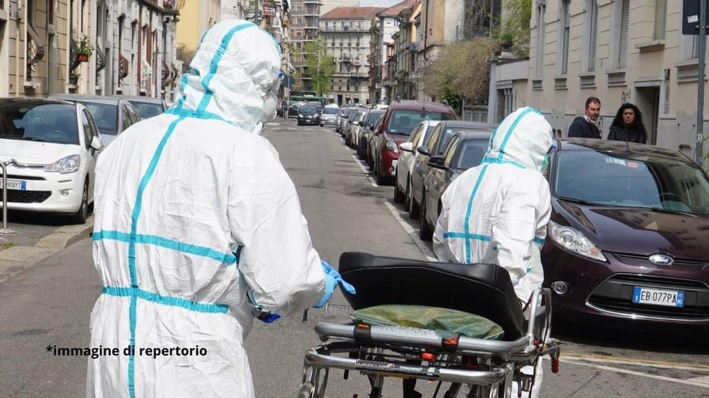 medici per strada coronavirus