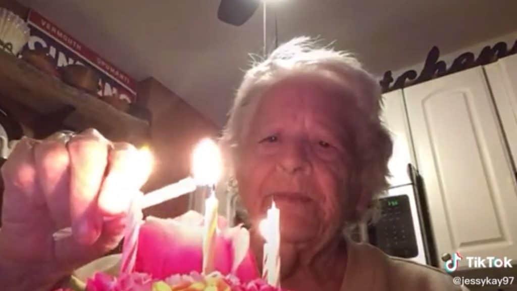 Norma compie 88 anni, ma a causa del Coronavirus festeggia d