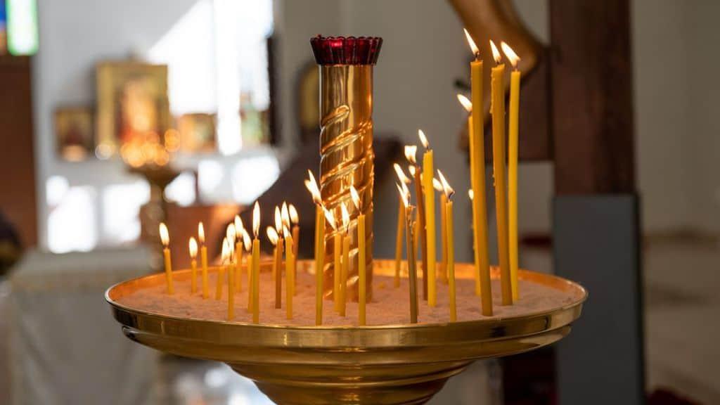 candele bruciano per la pasqua ortodossa