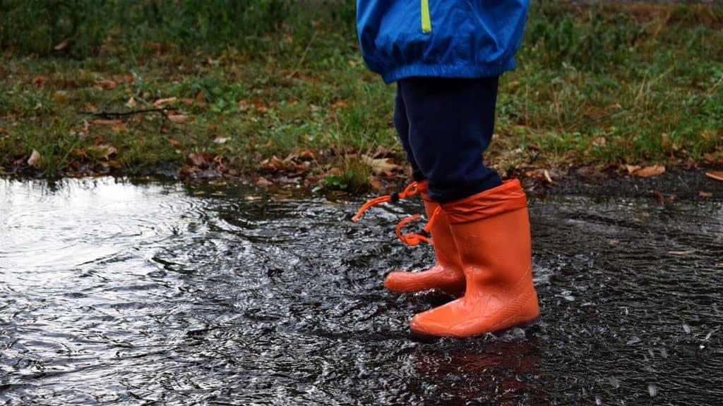 pioggia brutto tempo stivali
