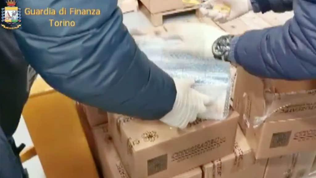 prodotti sequestrati dalla Guardia di Finanza