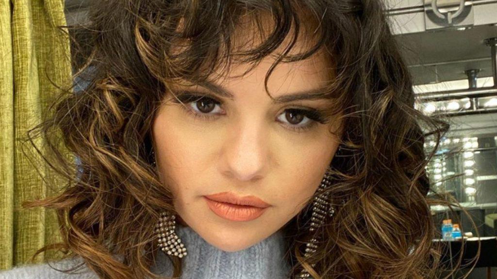 """Selena Gomez racconta di essere bipolare: """"Non bisogna vergo"""
