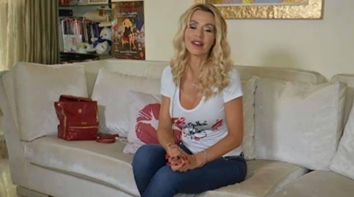 Valeria Marini in video-collegamento a Pomeriggio cinque