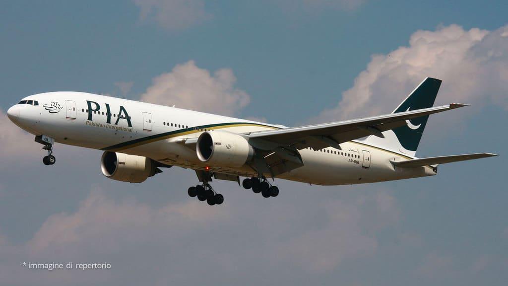 Precipita aereo a Karachi, a bordo 107 passeggeri
