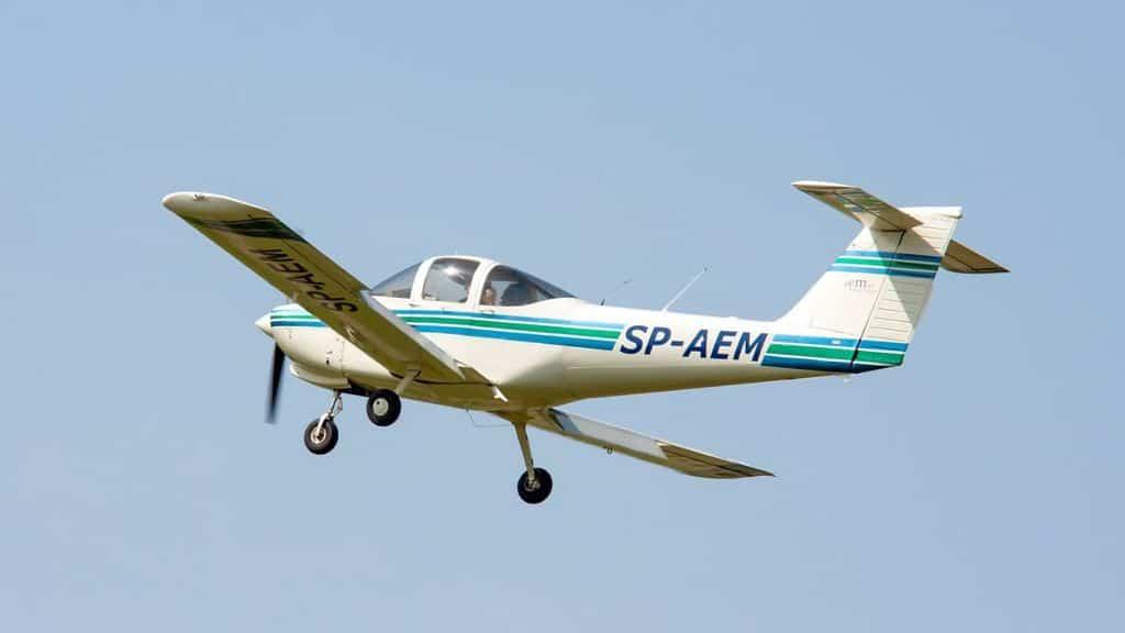 aereo ultraleggero in volo
