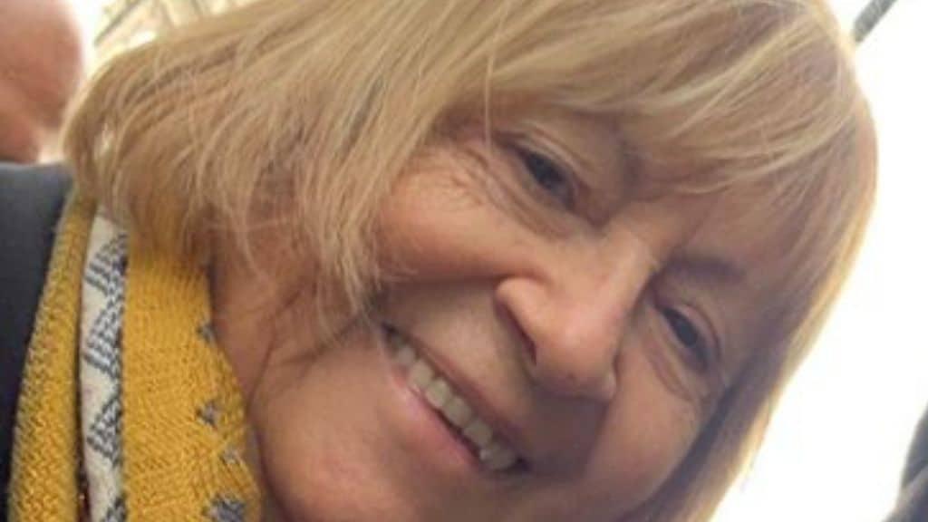 Anna Moroni sorride in primo piano